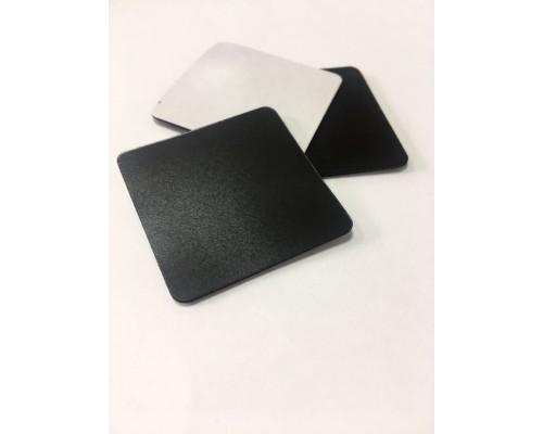 Магнитный винил с клеем размером 3.7 х 2.7 см